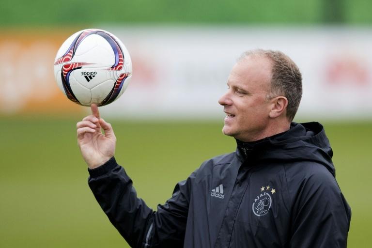 Bergkamp et l'encadrement technique de l'Ajax suspendus