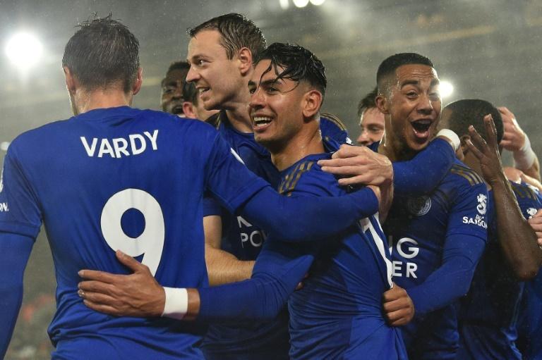 Jugadores del Leicester celebran un tanto en la goleada al Southampton. AFP