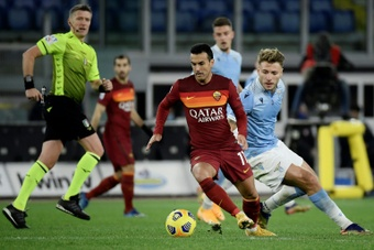 Pedro tacle l'AS Roma. afp