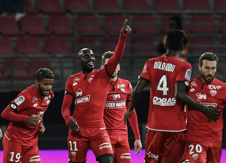 Amiens confirme contre Dijon, Strasbourg et Caen muets