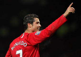Le fils de Cristiano Ronaldo jouera avec le fils de Rooney à Manchester. AFP