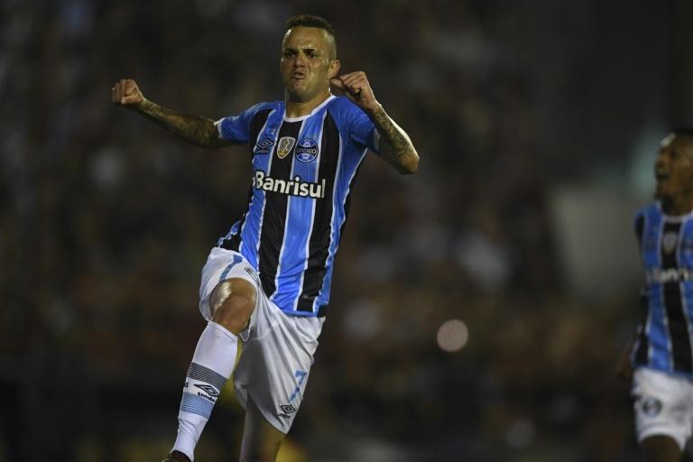 Lucas Barrios confirmó que no sigue más en Gremio
