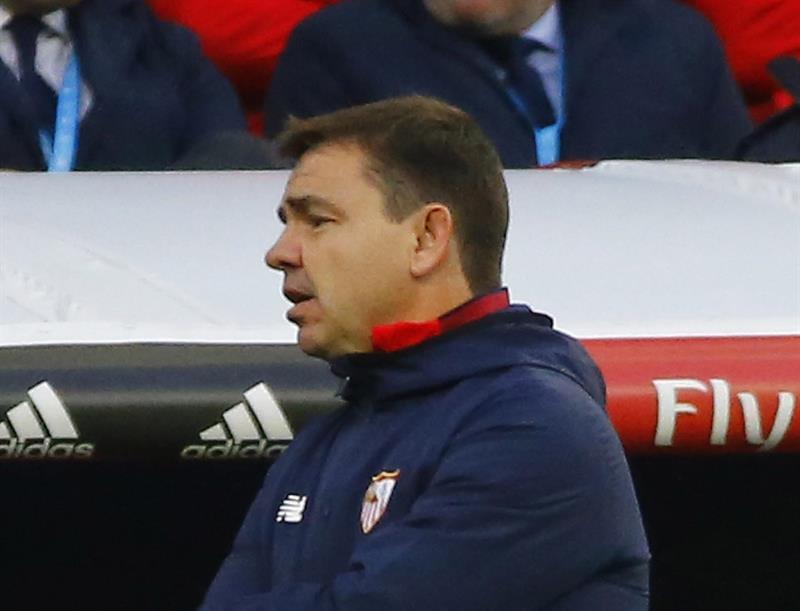 Eduardo Berizzo volvió a los entrenamientos con el Sevilla tras operación