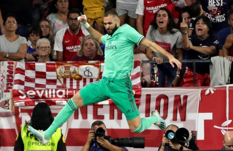 Karim Benzema celebra un tanto con el Real Madrid