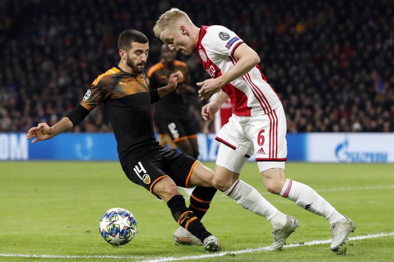 Miel para el Valencia, azufre para el Ajax