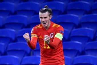 Com 'hat trick', Gareth Bale brilha e salva País de Gales