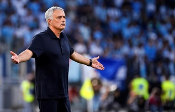 Mourinho lost his first ever Roman derby. EFE