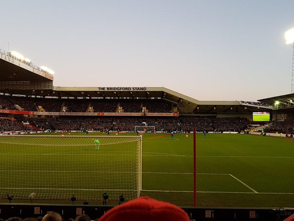 Arsenal éliminé par Forest — Ang. (Cpe)