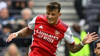Gallas no entiende que el Arsenal gastara más de 58 millones en Ben White. AFP
