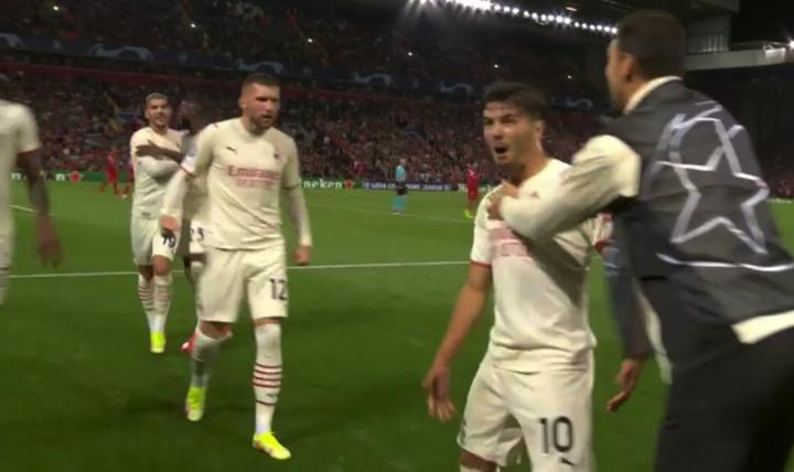 Brahim puso el 1-2 a favor del Milan antes del descanso en Anfield. Captura/MovistarLigadeCampeones
