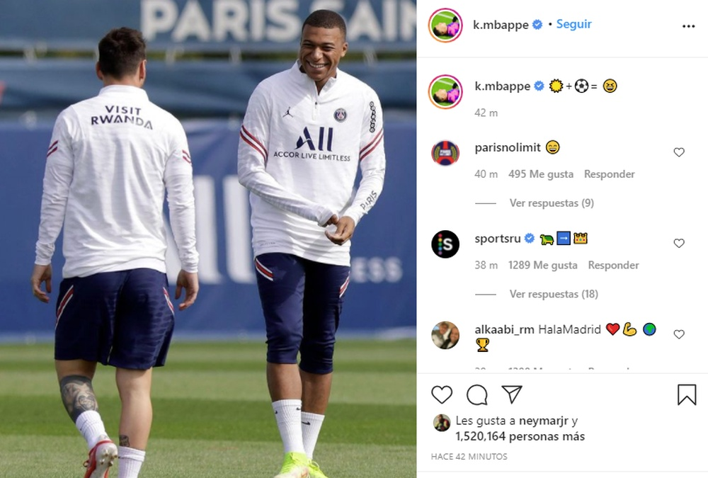 Mbappé sorride con Messi. Instagram/mbappe