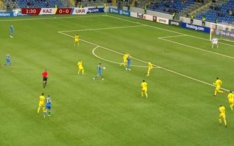 Roman Yaremchuk anotó el 0-1 para Ucrania. Twitter/UEFATV
