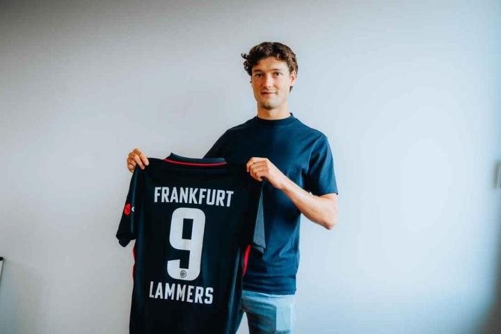 El neerlandés jugará hasta el 30 de junio de 2021 en la Bundesliga. Eintracht