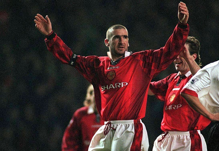 Manchester United logró un triunfo para acercarse al líder