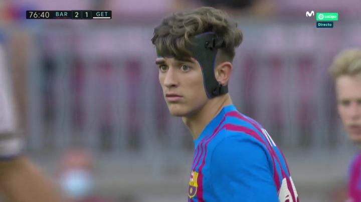 Gavi debutó con el Barça con un curioso casco. Captura/MovistarLaLiga