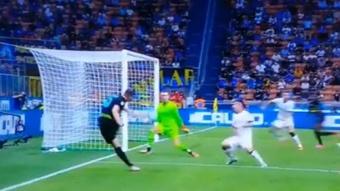 Edin Dzeko metió dos goles en cinco minutos. Captura/Dazn