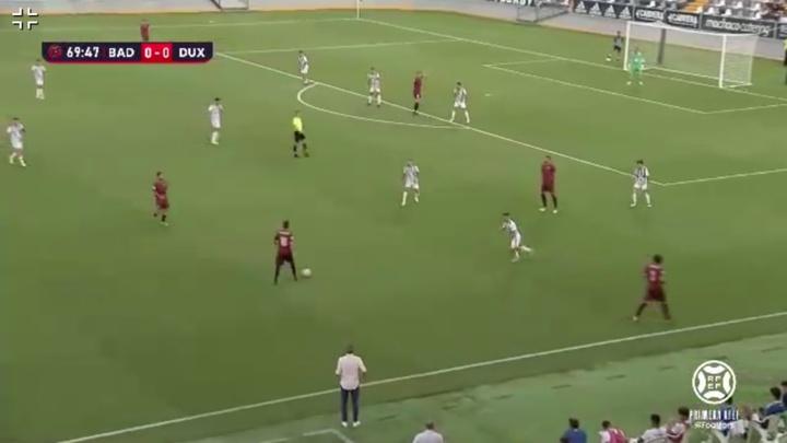 El Badajoz y el DUX se enfrentaron en la tercera jornada de Primera RFEF. Captura/Footters
