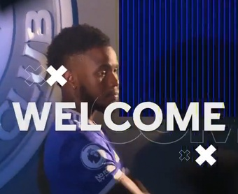 Officiel : Ademola Lookman prêté à Leicester. Twitter/LCFC