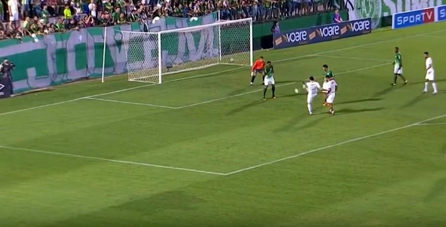 Follmann jugó con la prótesis y anotó un gol — Chapecoense