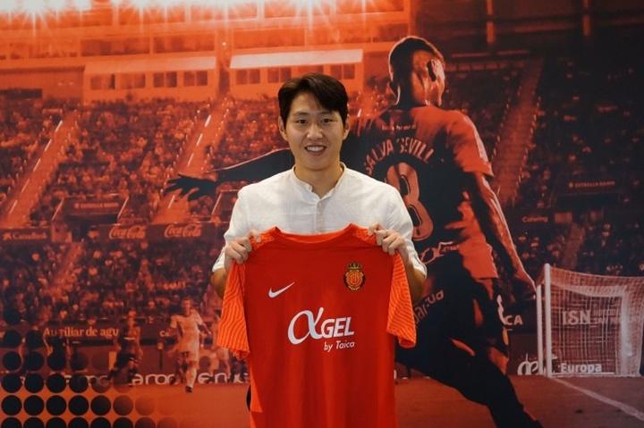 OFICIAL: Kang-in Lee assina pelo Mallorca.RCDMallorca