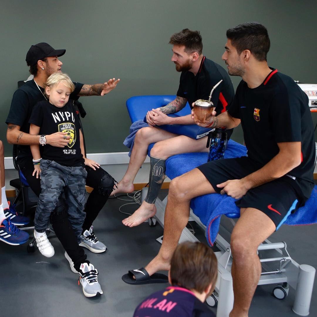 Neymar visitó a Leo Messi y Luis Suárez.