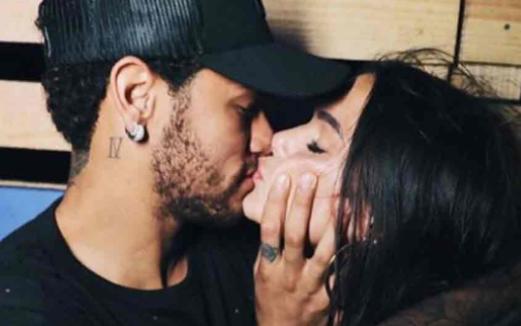 Filtran fotos de fiesta de Neymar en un yate en Brasil
