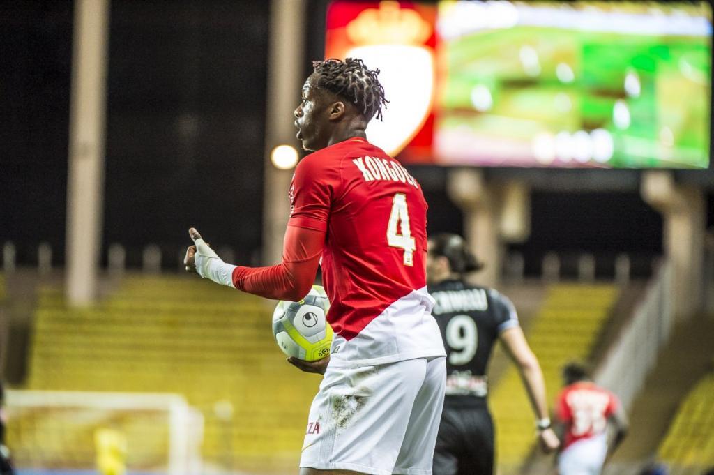 Huddersfield confirme — Terence Kongolo (Monaco)