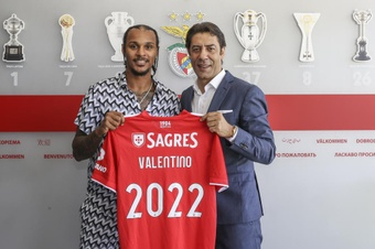 Officiel : Valentino Lazaro rejoint Benfica en prêt. Twitter/SLBenfica