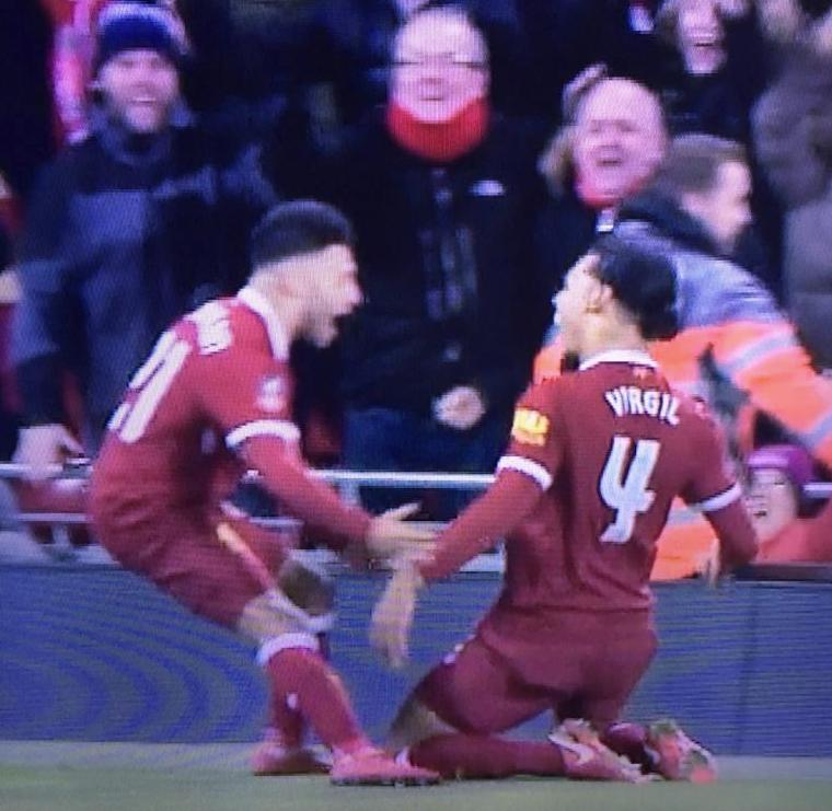En su debut, van Dijk le dio la clasificación a Liverpool