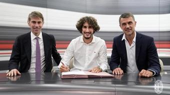 Adli assinou contrato com o Milan. ACMilan