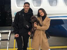 Hiba Abouk y Achraf adoptan juntos un perro. Instagram