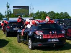 La opción del Midtjylland para sus aficionados: ver el partido en un autocine. Twitter/fcmidtjylland