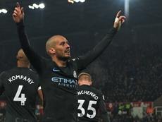 Silva celebra sus dos tantos contra el Stoke City. AFP