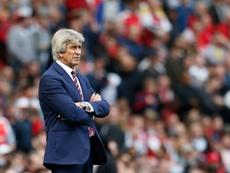 El West Ham no se plantea por ahora la destitución de Pellegrini. AFP