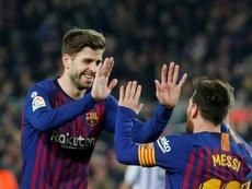 Lionel Messi e Gerard Piqué são dois dos que tiveram maiores cortes de salário. AFP