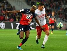 Osimhen (i) tiene al Newcastle como nuevo pretendiente. AFP
