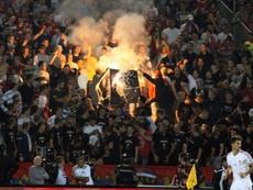 La rivalidad regional ha vuelto a manchar el fútbol. AFP/Archivo
