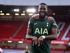 Ndombele aide Tottenham à suivre le rythme en tête. AFP