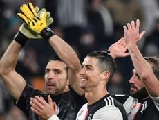 En la Juventus quieren bajarle el precio a Aouar y a Milik. AFP