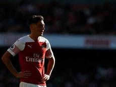 El Arsenal mantiene apartado a Özil. AFP