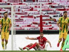 Ônibus do Benfica é apedrejado e dois jogadores são hospitalizados. AFP