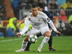 Hazard no piensa solo en hacer goles. AFP