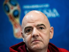 La FIFA quiere regularizar el mercado de traspasos. AFP/Archivo
