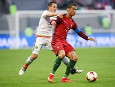 Andrés Guardado y Cristiano Ronaldo han ganado los mismos partidos con su selección. AFP