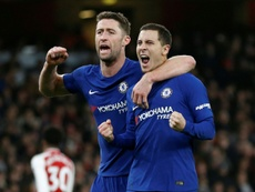 Cahill (i) sigue sin equipo. AFP