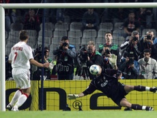 Dudek fue decisivo para la Champions del Liverpool en Estambul y el Arsenal aún espera. AFP