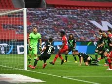 El Bayer Leverkusen, atropellado en su casa. AFP