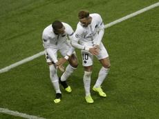 Mbappé y Neymar se ponen casi imposibles. AFP