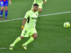 Suárez marcó un golazo de Panenka. AFP