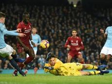 O jogo entre Liverpool e Manchester City foi marcado por polêmicas. AFP